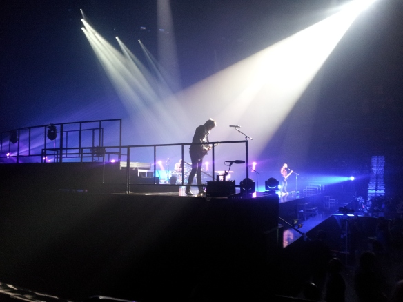 Look at Matt Bellamy! The spotlights are telling you to look at Matt Bellamy!